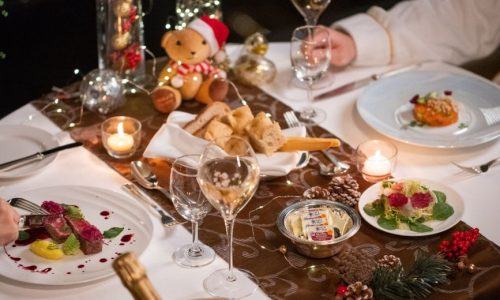 intimate-get-together-in-room-dinner-2